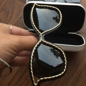 Marc Jacobs Accessories - Marc Jacobs Twist Sunglasses NWOT never worn